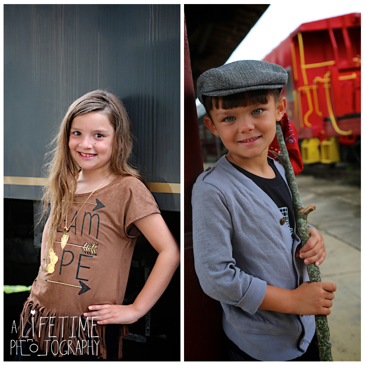 Family-Knoxville-Photographer-Southern-Railway-Staton-Downtown-Train-Kids-station-6