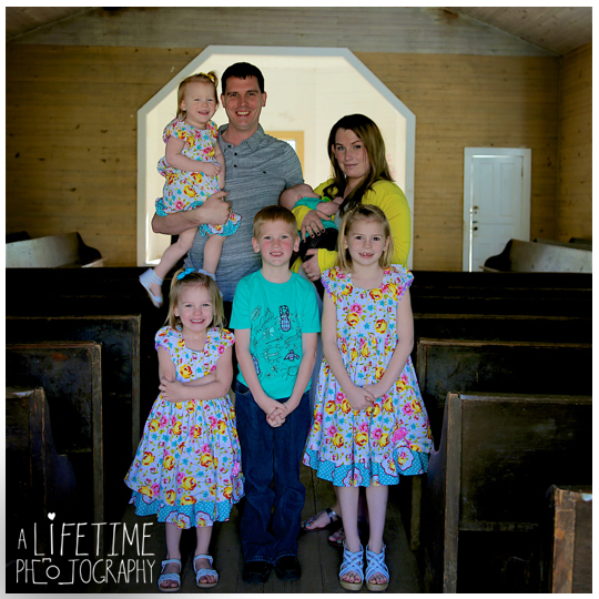 Family-Photographer-Cades-Cove-Smoky-Mountain-TN-pictures-Gatlinburg-Pigeon-Forge-Knoxville-1
