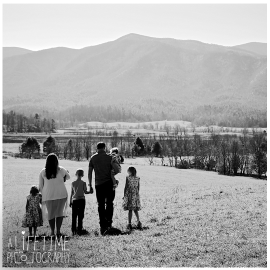 Family-Photographer-Cades-Cove-Smoky-Mountain-TN-pictures-Gatlinburg-Pigeon-Forge-Knoxville-2