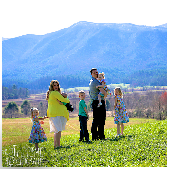 Family-Photographer-Cades-Cove-Smoky-Mountain-TN-pictures-Gatlinburg-Pigeon-Forge-Knoxville-3