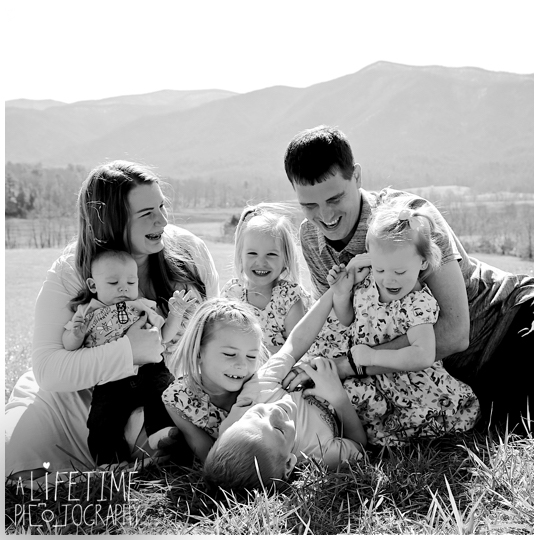Family-Photographer-Cades-Cove-Smoky-Mountain-TN-pictures-Gatlinburg-Pigeon-Forge-Knoxville-8