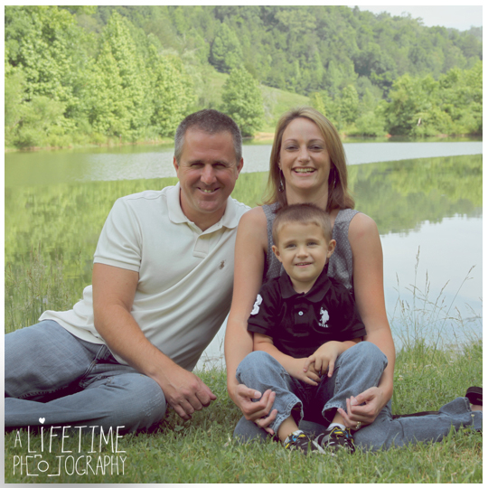Family-Photographer-In-Pigeon-Forge-Gatlinburg-TN-Sevierville-Knoxville-Smoky-Mountains-Emerts-Cove-Covered-Bridge-generations-10