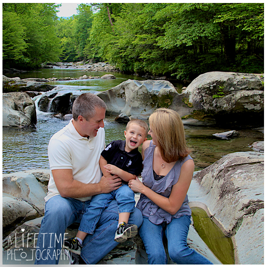 Family-Photographer-In-Pigeon-Forge-Gatlinburg-TN-Sevierville-Knoxville-Smoky-Mountains-Emerts-Cove-Covered-Bridge-generations-12