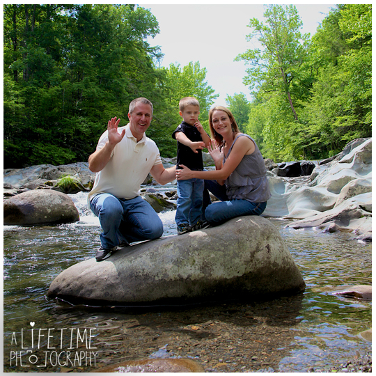 Family-Photographer-In-Pigeon-Forge-Gatlinburg-TN-Sevierville-Knoxville-Smoky-Mountains-Emerts-Cove-Covered-Bridge-generations-14