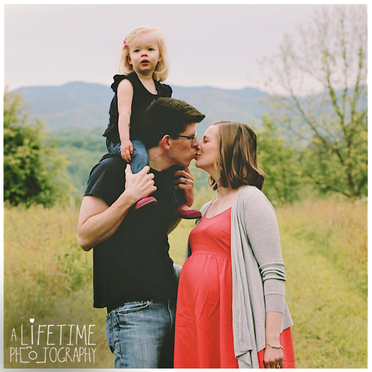 Family-Photographer-Session-Kids-Gatlinburg-TN-Photo-Session-Shoot-Pigeon-Forge-Smoky-Mountains-Knoxville-Seymour-Kodak-Pittman-Center-Sevierville-TN-4
