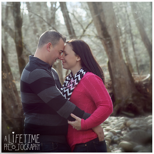 Family-Photographer-in-Gatlinburg-TN-Smoky-Mountains-Emerts-Cove-Covered-Bridge-Pigeon-Forge-10