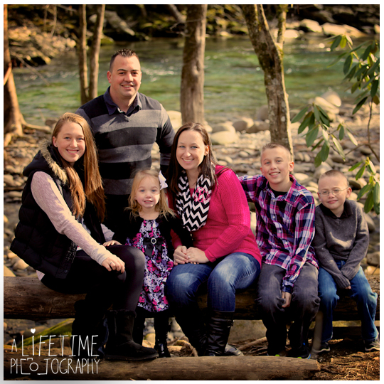 Family-Photographer-in-Gatlinburg-TN-Smoky-Mountains-Emerts-Cove-Covered-Bridge-Pigeon-Forge-11