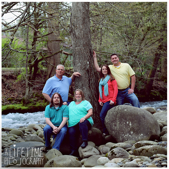 Family-Photographer-in-the-Gatlinburg-Pigeon-Forge-Smoky-Mountains-Emerts-Cove-Covered-Bridge-Sevierville-Pittman-Center-Knoxville-Seymour-3