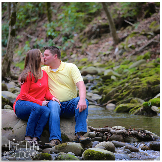 Family-Photographer-in-the-Gatlinburg-Pigeon-Forge-Smoky-Mountains-Emerts-Cove-Covered-Bridge-Sevierville-Pittman-Center-Knoxville-Seymour-7