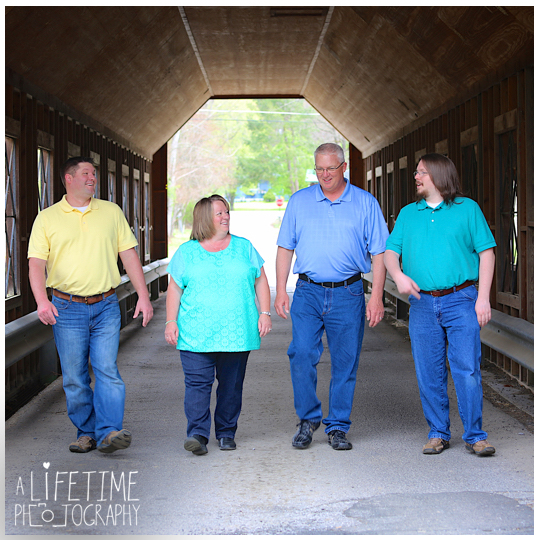 Family-Photographer-in-the-Gatlinburg-Pigeon-Forge-Smoky-Mountains-Emerts-Cove-Covered-Bridge-Sevierville-Pittman-Center-Knoxville-Seymour-9