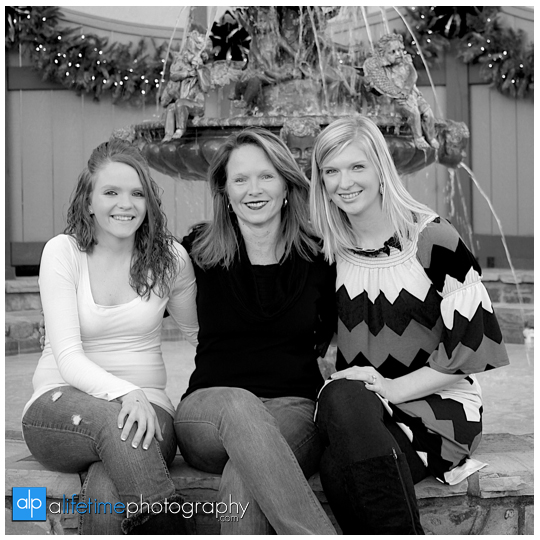 Family-Photos-Pictures-Photographer-Pigeon-Forge-Gatlinburg-Couple-Christmas-Place-Inn-kids-Sevierville-5