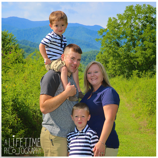 Family-Photos-in-the-Smokies-Gatlinburg-TN-Photographer-Pigeon-Forge-Knoxville-TN-kids-1