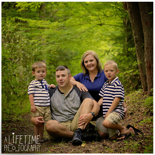 Family-Photos-in-the-Smokies-Gatlinburg-TN-Photographer-Pigeon-Forge-Knoxville-TN-kids-10