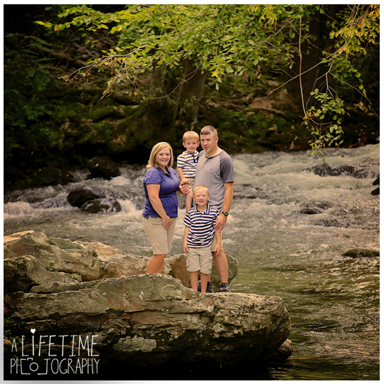 Family-Photos-in-the-Smokies-Gatlinburg-TN-Photographer-Pigeon-Forge-Knoxville-TN-kids-9