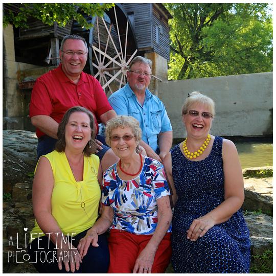 Family-Reunion-Photographer-Pigeon-Forge-TN-Gatlinburg-Smoky-Mountains-Patriot-Park-Knoxville-4