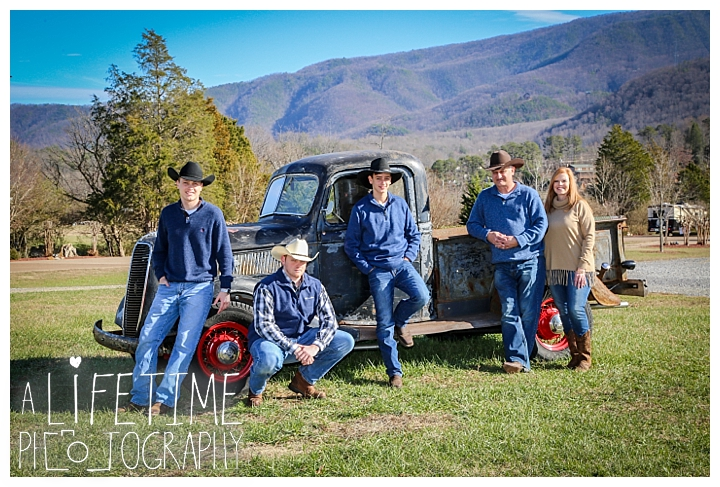 Family The Sinks Photographer Gatlinburg-Pigeon-Forge-Knoxville-Sevierville-Dandridge-Seymour-Smoky-Mountains-Townsend-Photos-Greenbriar Session-Professional-Maryville_0284