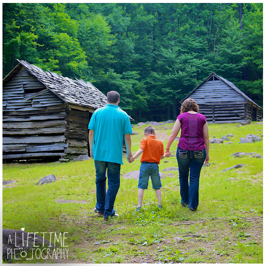 Family-Vacation-Photos-in-Gatlinburg-Pigeon-Forge-Smoky-Mountains-National-Park-Sevierville-TN-Knoxville-Photographer-Family-Photos-Session-photo-shoot-kids-photography-7
