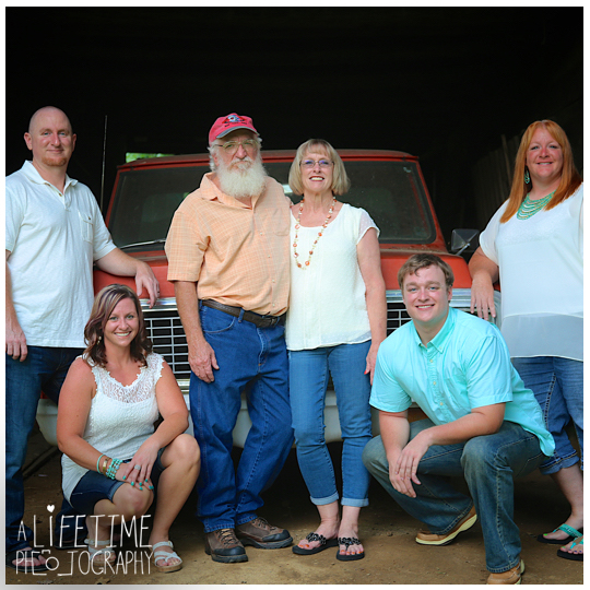 Family-portraits-photographer-reunion-Pigeon-Forge-Gatlinburg-Sevierville-Knoxville-Smoky-Mountains-1
