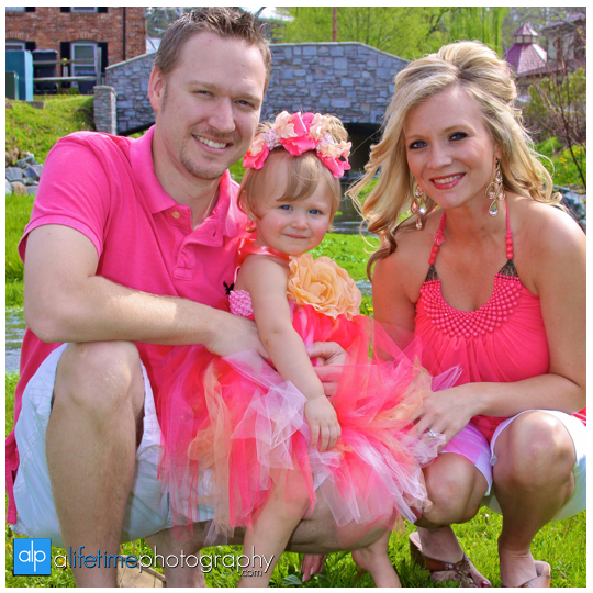 Family_Photographer_In_Downtown_Jonesborough_Johnson_City_TN_Kingsport_Tri_Cities_Bristol_VA-Easter_Spring_Portraits_Photography_kids_children_pics