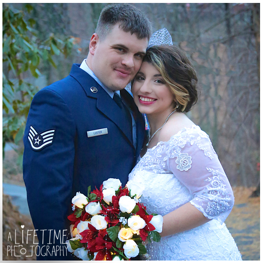 Gatlinburg-Cabin-wedding-photographer-family-Smoky-Mountain-ceremony-Pigeon-Forge-Knoxville-Seymour-Sevierville-Townsend-12