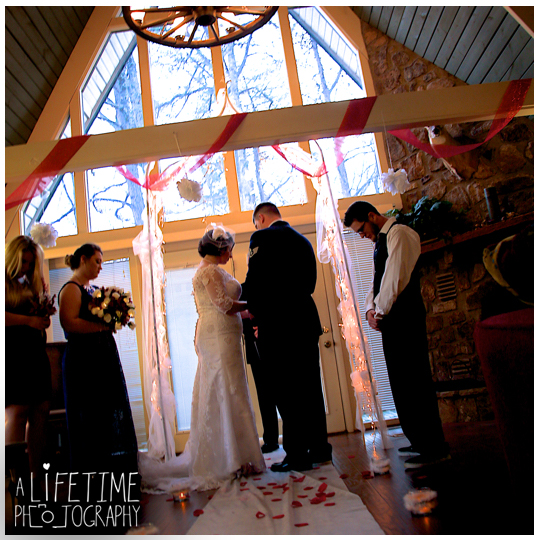 Gatlinburg-Cabin-wedding-photographer-family-Smoky-Mountain-ceremony-Pigeon-Forge-Knoxville-Seymour-Sevierville-Townsend-6