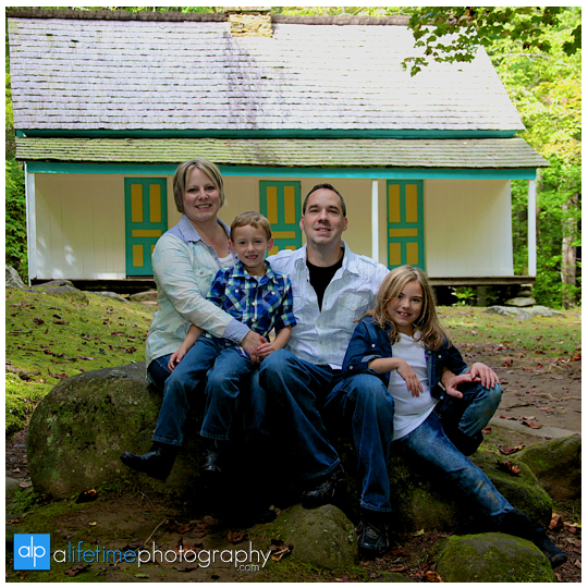 Gatlinburg-Motor-Nature-Trail-in-the-smoky-mountains-national-park-Photographer-of-families-family-photography-Pigeon-Forge-TN-kids-session-15
