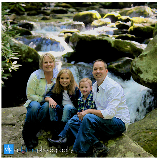 Gatlinburg-Motor-Nature-Trail-in-the-smoky-mountains-national-park-Photographer-of-families-family-photography-Pigeon-Forge-TN-kids-session-6