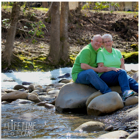 Gatlinburg-Pigeon-Forge-Family-Couple-Anniversary-photographer-Session-Photo-Shoot-Pictures-Ogle-Place-Sevierville-Smoky-Mountains-National-Park-5