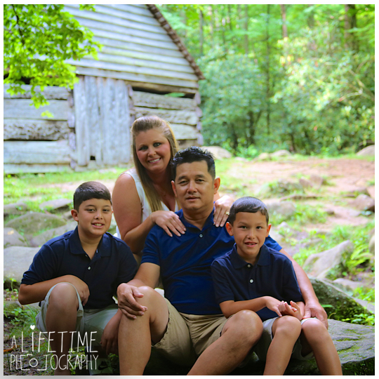 Gatlinburg-Pigeon-Forge-Family-Photographer-Ogle-Place-Smoky-Mountains-National-Park-pictures-kids-Knoxville-3