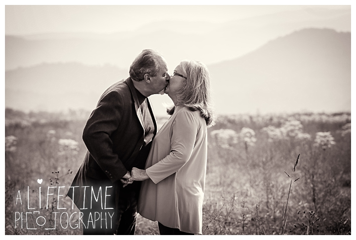 gatlinburg-pigeon-forge-photographer-knoxville-sevierville-dandridge-seymour-smoky-mountains-anniversary-couple-family_0002