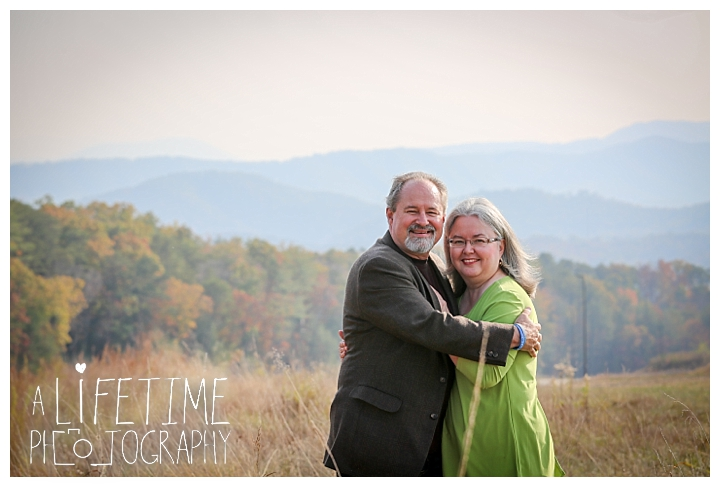 gatlinburg-pigeon-forge-photographer-knoxville-sevierville-dandridge-seymour-smoky-mountains-anniversary-couple-family_0007