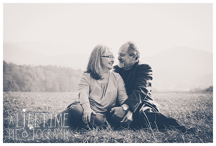 gatlinburg-pigeon-forge-photographer-knoxville-sevierville-dandridge-seymour-smoky-mountains-anniversary-couple-family_0009
