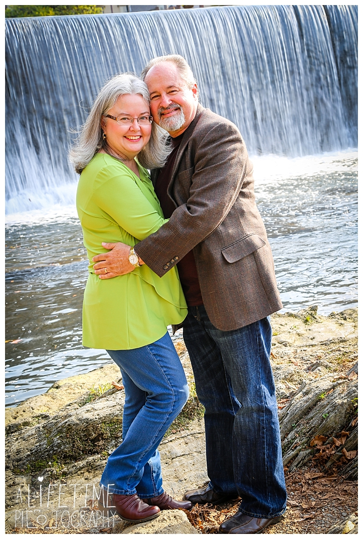 gatlinburg-pigeon-forge-photographer-knoxville-sevierville-dandridge-seymour-smoky-mountains-anniversary-couple-family_0011