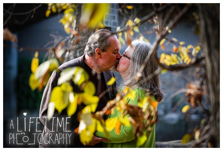 gatlinburg-pigeon-forge-photographer-knoxville-sevierville-dandridge-seymour-smoky-mountains-anniversary-couple-family_0013