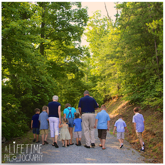 Gatlinburg-Pigeon-Forge-Smoky-Mountain-Cabin-Family-Photographer-kids-reunion-fun-photos-3