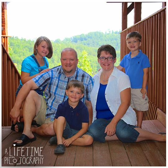 Gatlinburg-Pigeon-Forge-Smoky-Mountain-Cabin-Family-Photographer-kids-reunion-fun-photos-8