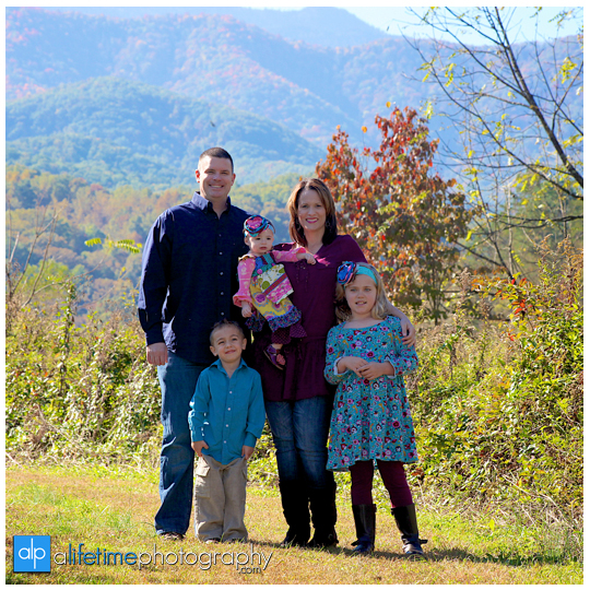 Gatlinburg-TN-Family-Kids-Reunion-Photographer-at-Emerts-Cove-Pigeon-Forge-Smoky-Mountains-Photography-Sevierville-Wears-Valley-Pittman-Center-1