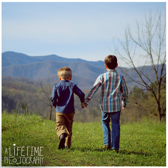 Gatlinburg-TN-Family-Photographer-Pigeon-Forge-Sevierville-Smoky-Mountains-Emerts-Cove-kids-2