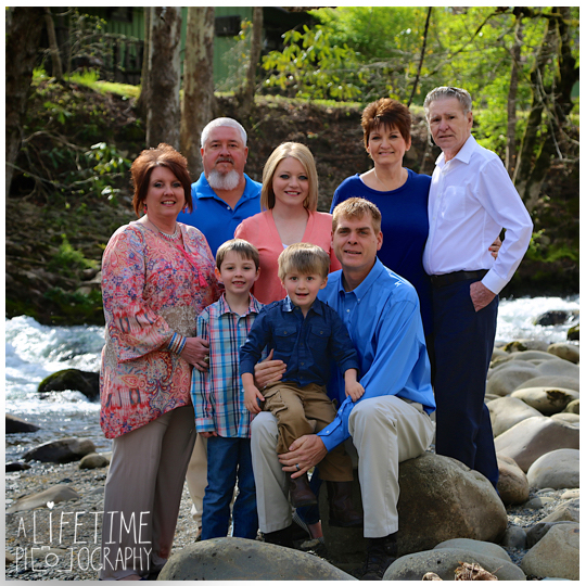 Gatlinburg-TN-Family-Photographer-Pigeon-Forge-Sevierville-Smoky-Mountains-Emerts-Cove-kids-6