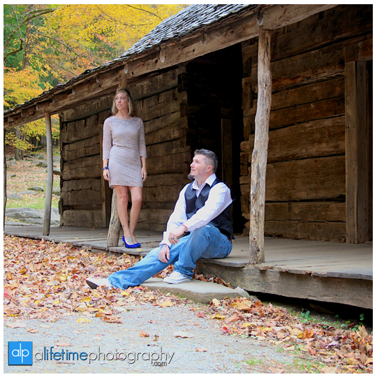 Gatlinburg-Wedding-Photographer-Pigeon-Forge-TN_Ogle-Place-Fall-Bride-Groom-cabin-Sevierville-Newport-Cosby-Wears-Valley-Townsend-Couple-Anniversary-10