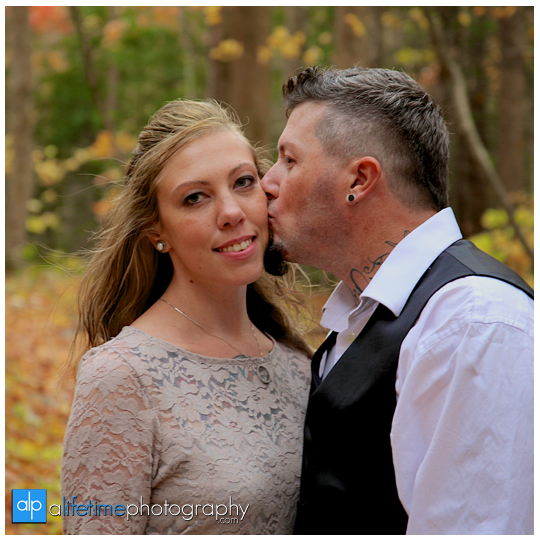 Gatlinburg-Wedding-Photographer-Pigeon-Forge-TN_Ogle-Place-Fall-Bride-Groom-cabin-Sevierville-Newport-Cosby-Wears-Valley-Townsend-Couple-Anniversary-13