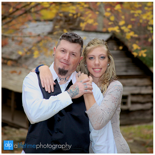Gatlinburg-Wedding-Photographer-Pigeon-Forge-TN_Ogle-Place-Fall-Bride-Groom-cabin-Sevierville-Newport-Cosby-Wears-Valley-Townsend-Couple-Anniversary-9