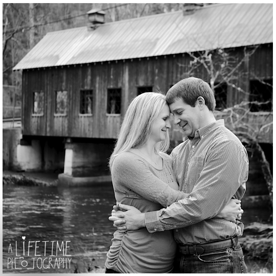 Gatlinburg-family-Photographer-knoxville-photos-Pigeon-Forge-Smoky-Mountains-Session-Covered-Bridge-5a