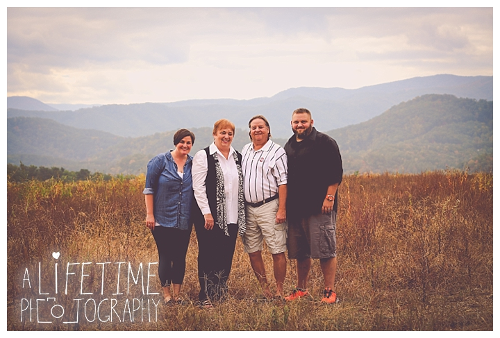 gatlinburg-photographer-pigeon-forge-family-wedding-kids-senior-sevierville-cabin-fever-smoky-mountains-knoxville-townsend-wears-valley-seymour_0046