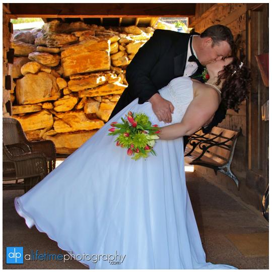 Gatlinburg_TN_Pigeon_Forge_TN_Townsend_Barn_Event_Center_Smoky_Mountain_Wedding_Photographer