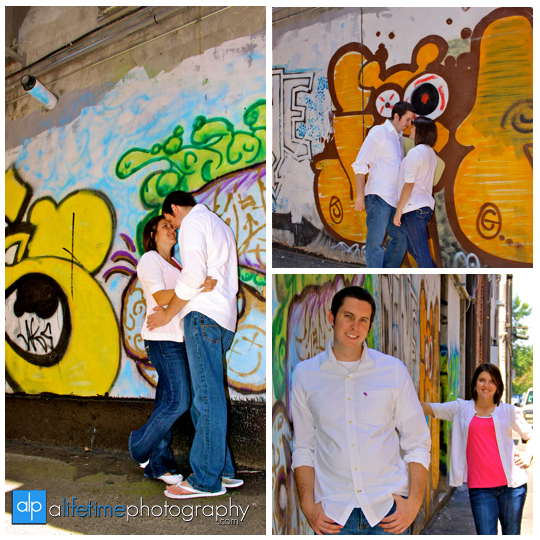 Grafatti_wall_Downtown_Knoxville_Market_Square_Engagement_Engaged_Couple_Photographer_Photography