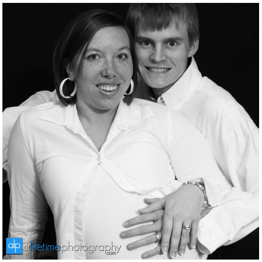 Johnson-City-Maternity-Photographer-Pregnant-mom-mommy-dadd-dad-Photography-in-studio-indoor-Kingsport-Bristol-Tri-Cities-TN-East-Tennessee-2