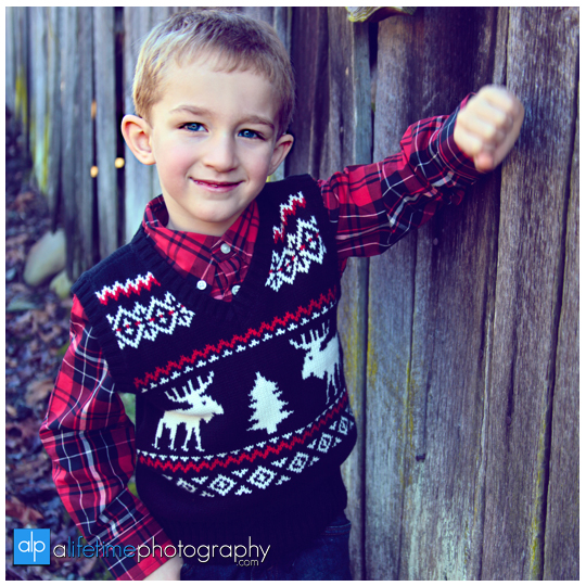 Kid-christmas-family-photographer-Pigeon-Forge-Gatlinburg-TN-Emerts-Cove-ideas-1