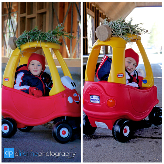 Kid-christmas-family-photographer-Pigeon-Forge-Gatlinburg-TN-Emerts-Cove-ideas-3