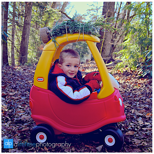 Kid-christmas-family-photographer-Pigeon-Forge-Gatlinburg-TN-Emerts-Cove-ideas-4